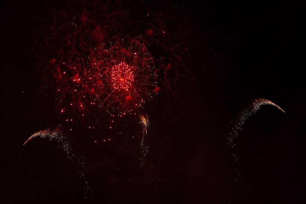 Rotes Feuerwerk