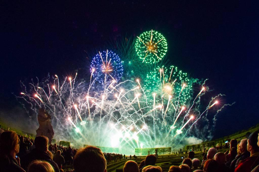 Grünes und blaues Feuerwerk